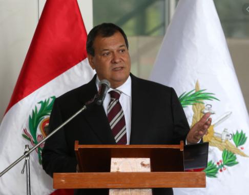 Ex Ministro de Defensa Jorge Nieto me parece que hablar de sedición es una exageración y pretender vacar o remover a dos titulares de poderes del Estado a empujones lo debemos rechazar